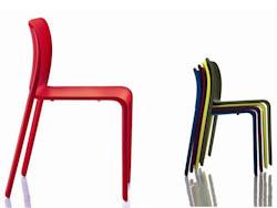 STAPELBARESTOELEN_Stapelbare stoelen in kunststof