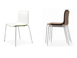 STAPELBARESTOELEN_Stapelbare stoelen op vier poten of met slede